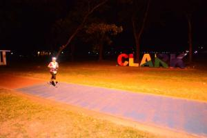 runners-of-100k-on-their-second-loop-entering-the-parade-grounds